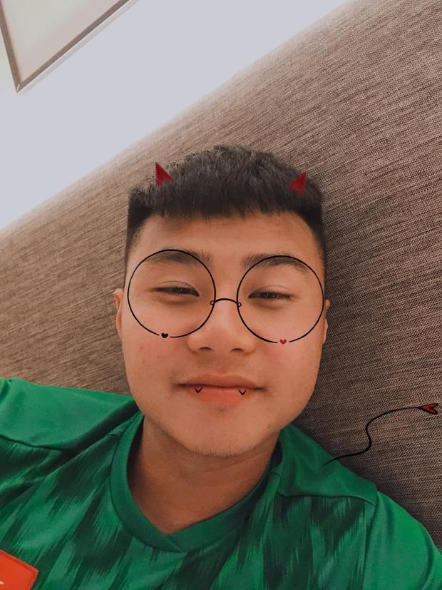 Thủ môn Nguyễn Văn Toản: Trước khung thành là lạnh lùng boy, ra ngoài sân hoá bánh bao cháy của hội fan girl - Ảnh 6.