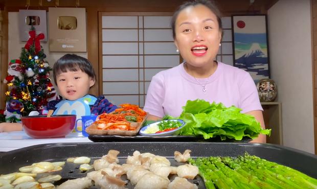 """Dân mạng """"chê"""" loạt vlog ở Việt Nam của mẹ con Quỳnh Trần - bé Sa vì quá ồn ào, phải về Nhật Bản thì mới lấy lại phong độ - Ảnh 2."""