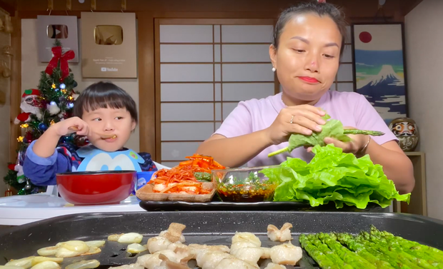 """Dân mạng """"chê"""" loạt vlog ở Việt Nam của mẹ con Quỳnh Trần - bé Sa vì quá ồn ào, phải về Nhật Bản thì mới lấy lại phong độ - Ảnh 3."""