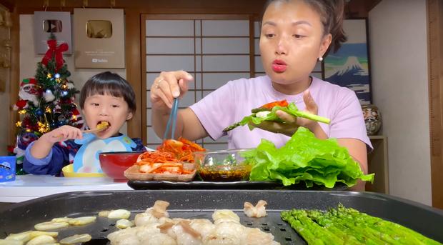 """Dân mạng """"chê"""" loạt vlog ở Việt Nam của mẹ con Quỳnh Trần - bé Sa vì quá ồn ào, phải về Nhật Bản thì mới lấy lại phong độ - Ảnh 6."""