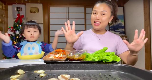 """Dân mạng """"chê"""" loạt vlog ở Việt Nam của mẹ con Quỳnh Trần - bé Sa vì quá ồn ào, phải về Nhật Bản thì mới lấy lại phong độ - Ảnh 11."""