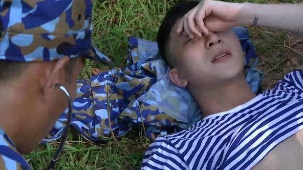 Sao nhập ngũ: B Trần ngã khuỵu dưới nắng, chân không thể đứng vì quá đau - Ảnh 10.