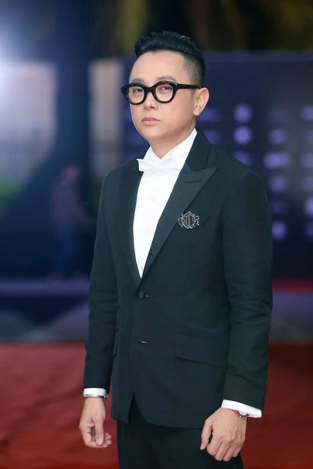 Thảm đỏ chung kết Hoa hậu Hoàn vũ: MC Hoàng Oanh sánh đôi bên chồng Tây, Thanh Hằng, Vũ Thu Phương khoe sắc vóc bên dàn mỹ nhân Vbiz - Ảnh 3.