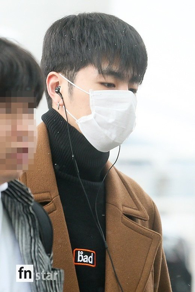 Quân đoàn sao Hàn đổ bộ sân bay: Jihyo có biểu hiện đáng lo hậu tin đồn chia tay, Krystal sang chảnh ngút ngàn - Ảnh 18.