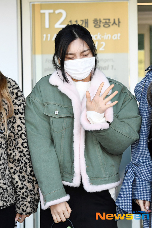 Quân đoàn sao Hàn đổ bộ sân bay: Jihyo có biểu hiện đáng lo hậu tin đồn chia tay, Krystal sang chảnh ngút ngàn - Ảnh 23.