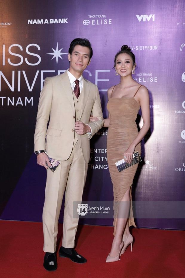 Thảm đỏ chung kết Hoa hậu Hoàn vũ: MC Hoàng Oanh sánh đôi bên chồng Tây, Thanh Hằng, Vũ Thu Phương khoe sắc vóc bên dàn mỹ nhân Vbiz - Ảnh 7.