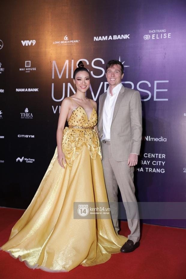 Thảm đỏ chung kết Hoa hậu Hoàn vũ: MC Hoàng Oanh sánh đôi bên chồng Tây, Thanh Hằng, Vũ Thu Phương khoe sắc vóc bên dàn mỹ nhân Vbiz - Ảnh 8.