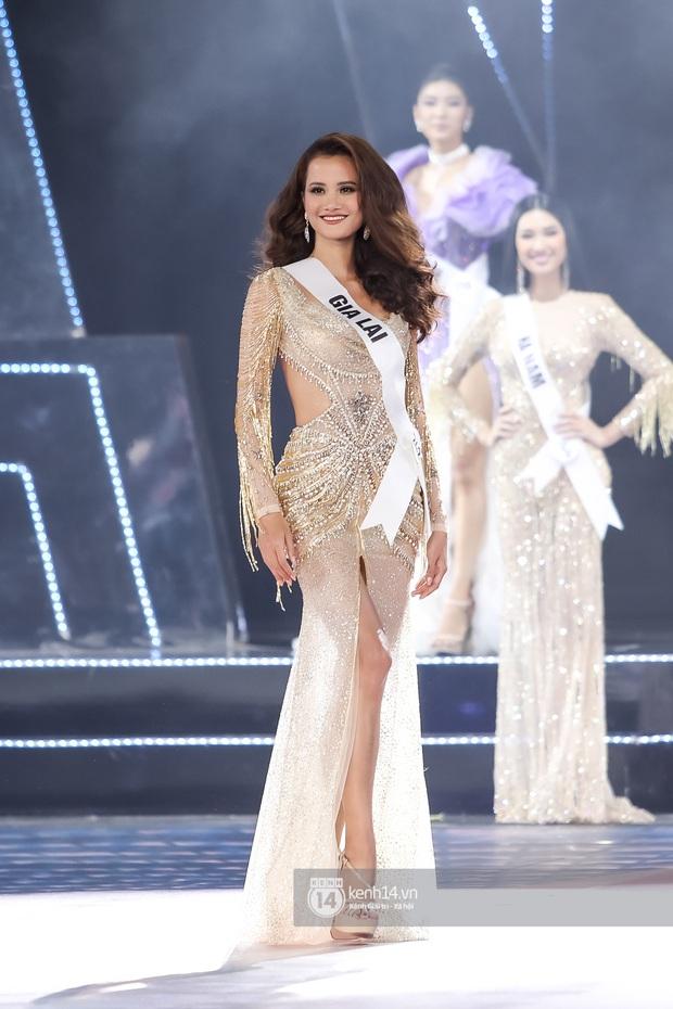 Nóng: Đang chuẩn bị nhận giải, Hương Ly bất ngờ ngất xỉu ngay trên sân khấu Hoa hậu Hoàn vũ Việt Nam 2019 - Ảnh 4.