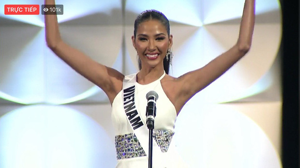Hoàng Thùy xuất hiện ở vị trí vedette, hô to 2 tiếng Việt Nam đầy thần thái trong đêm thi bán kết Miss Universe 2019 - Ảnh 2.