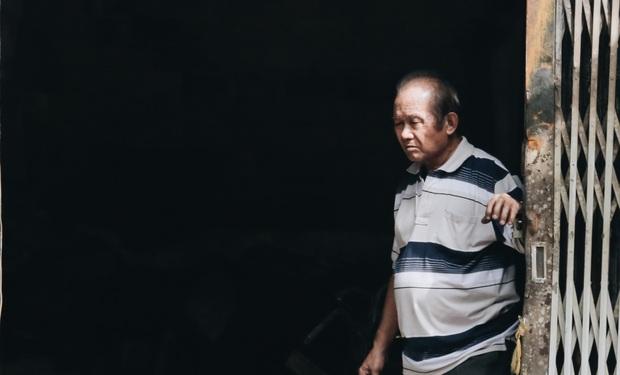 Người cha đứng lặng người trước hiện trường ngôi nhà cháy ở Sài Gòn khi biết 2 con gái và cháu 1 tuổi tử vong - Ảnh 10.