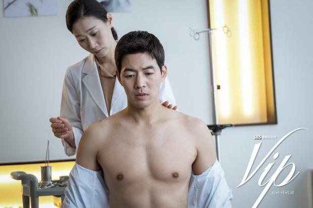 Review Vị Khách Vip: Kì án ngoại tình hấp dẫn nhất màn ảnh Hàn, tóm được tiểu tam lại thấp thỏm chờ Jang Nara trả thù - Ảnh 9.