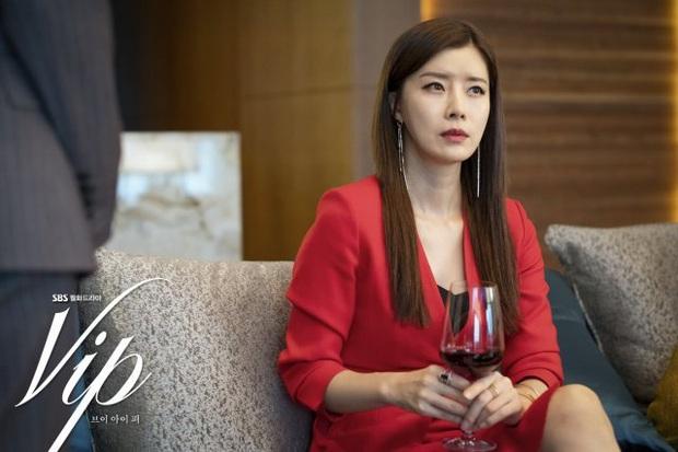 Review Vị Khách Vip: Kì án ngoại tình hấp dẫn nhất màn ảnh Hàn, tóm được tiểu tam lại thấp thỏm chờ Jang Nara trả thù - Ảnh 8.