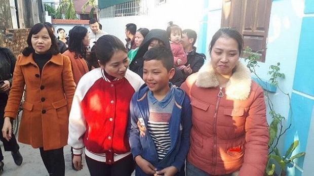 Bé trai 10 tuổi nghi mất tích đạp xe từ Hải Dương lên Hà Nội, ăn chực cỗ cưới, đêm ngủ ven đường tàu - Ảnh 1.