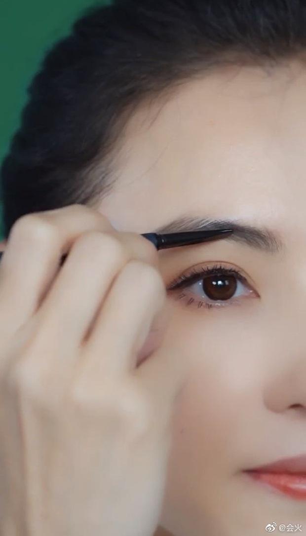 Trương Bá Chi gây bão khi makeup theo phong cách từ chục năm trước: Chẳng hề lỗi thời mà còn chứng minh nhan sắc lão hóa ngược - Ảnh 2.