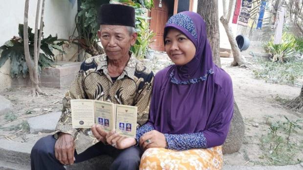 Dân mạng chê cô gái trẻ cưới cụ ông 70 tuổi sau 4 tháng gặp gỡ là ham tiền, khi biết giá trị của hồi môn liền thay đổi 180 độ - Ảnh 1.