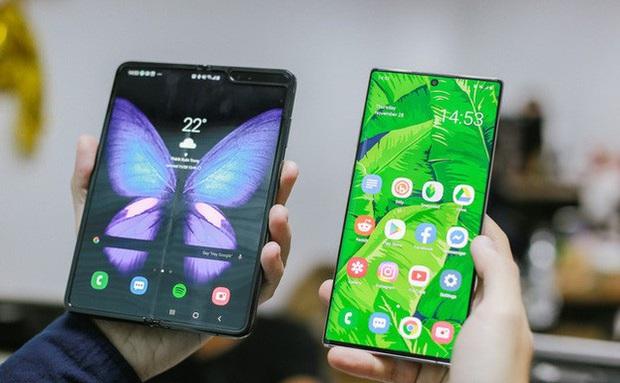 Giá 50 triệu đắt hơn cả iPhone 11 Pro Max, vì sao Galaxy Fold vẫn cháy hàng ở Việt Nam và ai là người mua? - Ảnh 1.