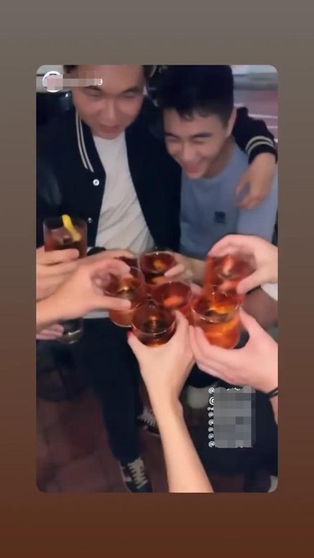 Mặc Ming Xi ở nhà ôm con, cậu ấm sòng bạc Macau ra nước ngoài uống rượu, quẩy thả ga với nhóm bạn ăn chơi - Ảnh 3.