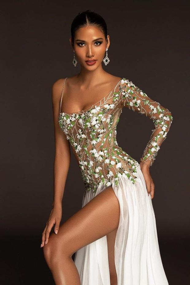 Hoàng Thùy mặc váy hoa giọt tuyết của Công Trí, diễn cuối nhưng đầy ấn tượng tại Bán kết Miss Universe 2019 - Ảnh 4.