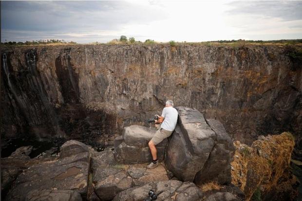 Sốc nặng khi Victoria - thác nước lớn nhất thế giới cạn khô vì hạn hán - Ảnh 5.
