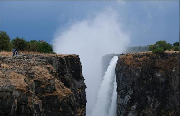 Sốc nặng khi Victoria - thác nước lớn nhất thế giới cạn khô vì hạn hán - Ảnh 9.