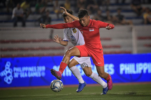 Tiết lộ động trời: Cầu thủ Singapore trốn đi đánh bạc ngay trước trận thua Việt Nam - Ảnh 1.