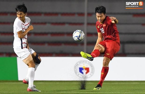Cầu thủ gốc Việt của Campuchia đấm thẳng mặt Thành Chung trong trận bán kết SEA Games 2019 - Ảnh 4.