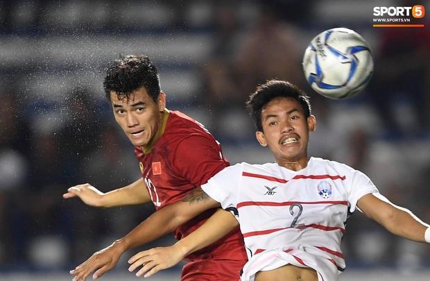 Đè bẹp Campuchia, U22 Việt Nam khiến fan bóng đá khu vực bất bình: Các bạn đá như đá tập - Ảnh 1.