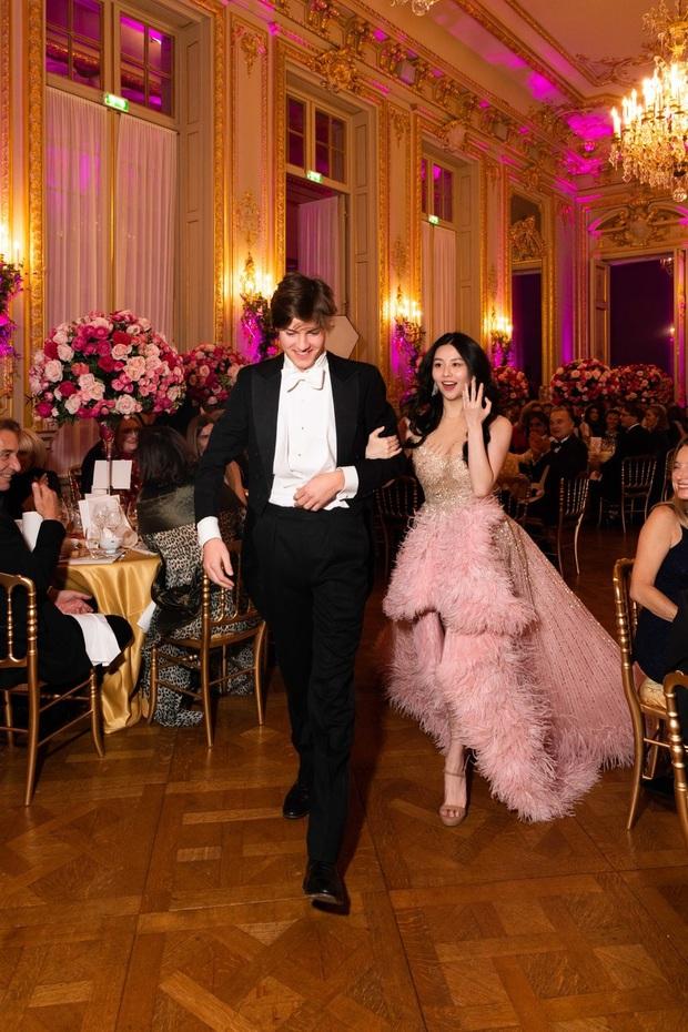 Hội tiểu thư nhà siêu giàu thế giới lên đồ đi dự tiệc xa hoa, ai cũng váy áo lộng lẫy đến choáng ngợp - Ảnh 4.