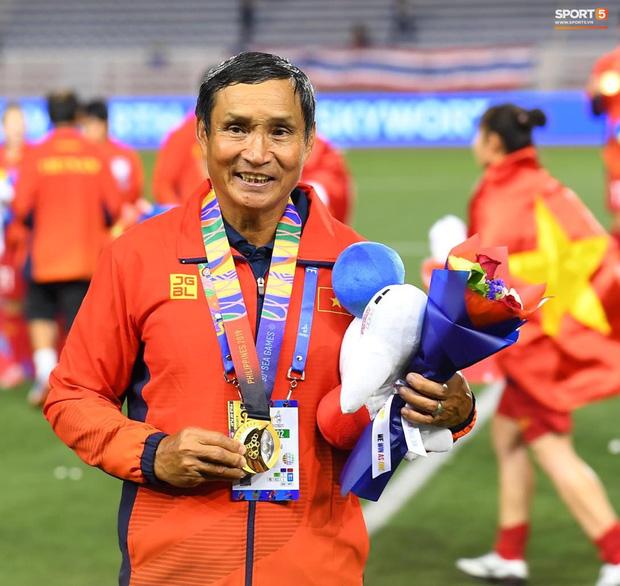 Tuyển nữ Việt Nam ăn mừng lần thứ 6 vô địch SEA Games, sau khi đánh bại Thái Lan nghẹt thở 1-0 - Ảnh 5.