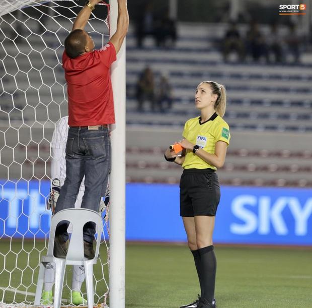 Trận chung kết SEA Games 30 giữa tuyển nữ Việt Nam và Thái Lan bị gián đoạn vì sự cố bất ngờ - Ảnh 3.