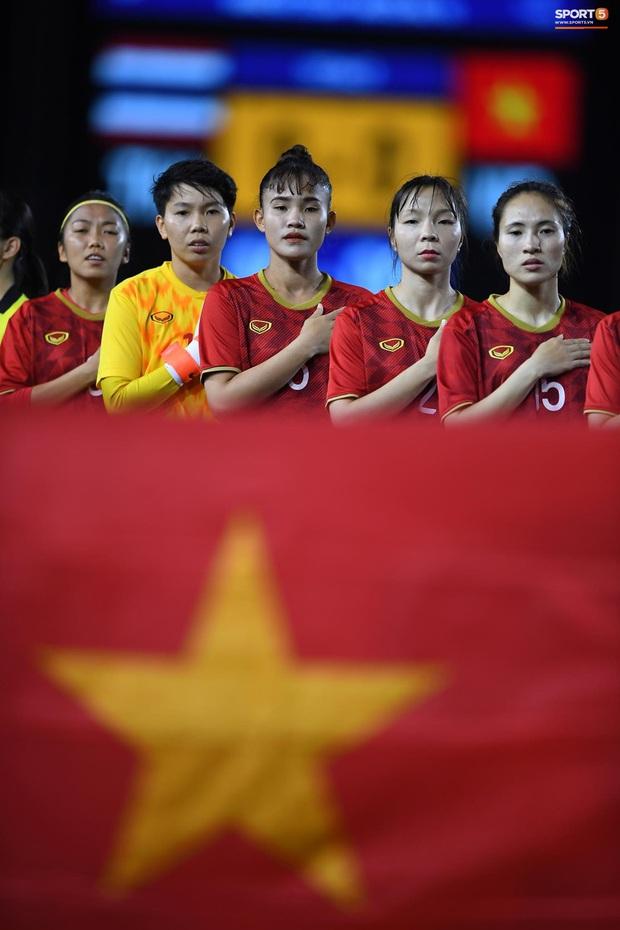 Trận chung kết SEA Games 30 giữa tuyển nữ Việt Nam và Thái Lan bị gián đoạn vì sự cố bất ngờ - Ảnh 1.