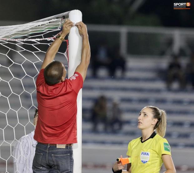 Trận chung kết SEA Games 30 giữa tuyển nữ Việt Nam và Thái Lan bị gián đoạn vì sự cố bất ngờ - Ảnh 4.