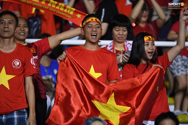 Trận chung kết SEA Games 30 giữa tuyển nữ Việt Nam và Thái Lan bị gián đoạn vì sự cố bất ngờ - Ảnh 9.