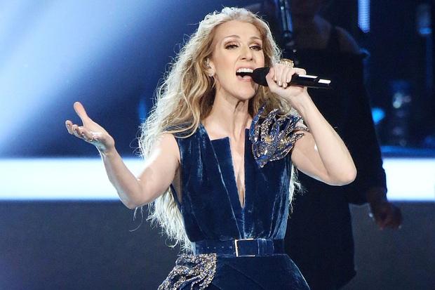 Lệ Quyên mua chiếc micro đắt nhất thế giới dùng cho Taylor Swift, Celine Dion đầu tư trong Q Show 2, tiện tay dát thêm pha lê cầm cho mượt! - Ảnh 2.