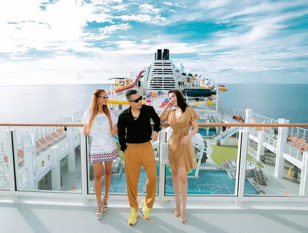 Vlogger chơi lớn nhất năm: Vũ Khắc Tiệp dắt nguyên dàn chân dài đi siêu du thuyền lớn nhất châu Á, gây choáng ngợp bởi đủ thứ tiện nghi - Ảnh 3.