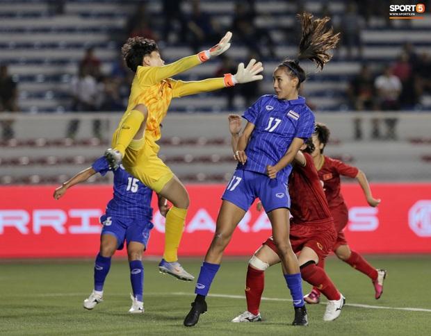 Info cầu thủ nữ Thái Lan kiến tạo cho Việt Nam ghi bàn: Đá bóng hay, sở hữu gia thế khủng và quan trọng là có thân hình chẳng kém gì người mẫu - Ảnh 3.