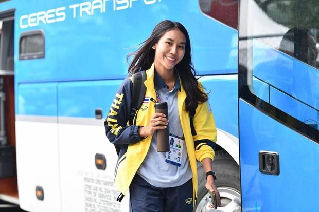 Info cầu thủ nữ Thái Lan kiến tạo cho Việt Nam ghi bàn: Đá bóng hay, sở hữu gia thế khủng và quan trọng là có thân hình chẳng kém gì người mẫu - Ảnh 5.