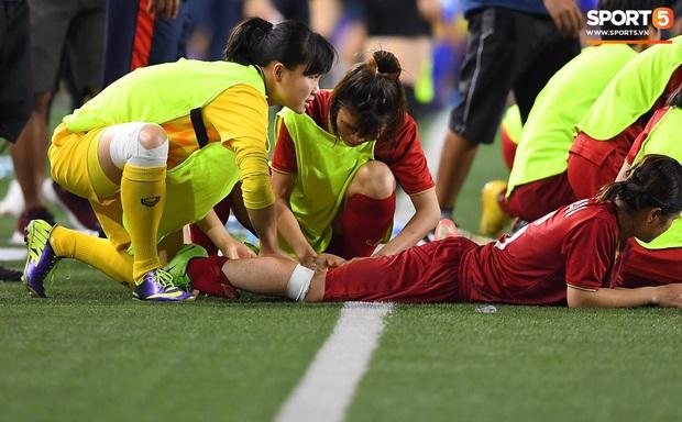 Em gái ngôi sao tuyển Thái Lan đánh đầu kiến tạo như Văn Hậu cho nữ cầu thủ Việt Nam đánh đầu tung lưới đội nhà - Ảnh 6.