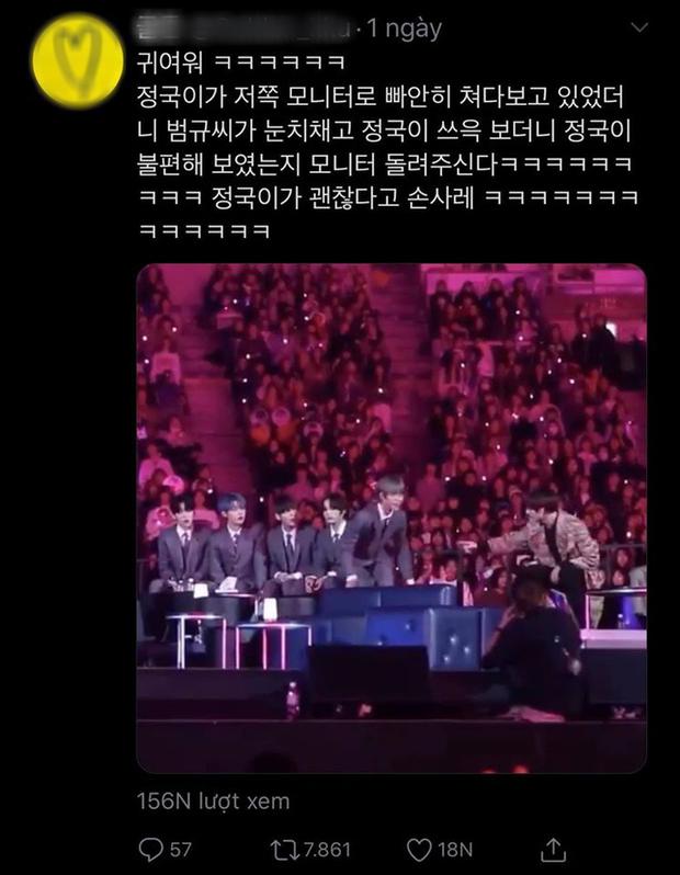 Thêm một khoảnh khắc gây sốt của TXT và BTS: Beomgyu xoay màn hình cho Jungkook, fan phát cuồng vì độ đáng yêu của cả 2 anh em - Ảnh 4.