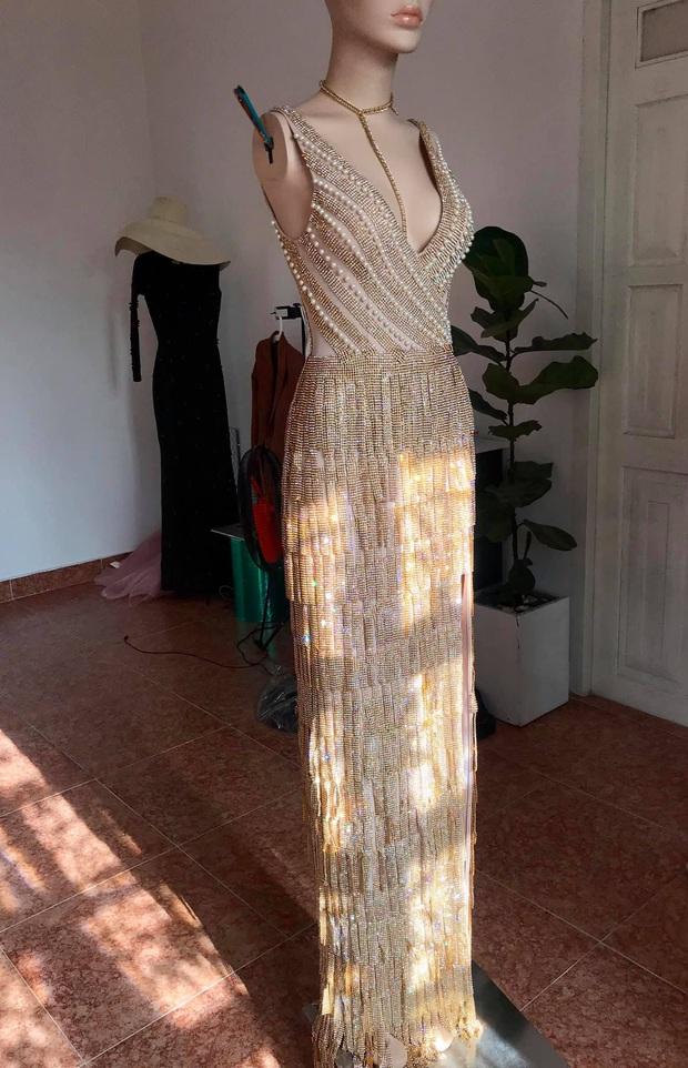 Đầm dạ hội Hoa hậu Khánh Vân diện lúc đăng quang: Zoom kỹ mới thấy lộng lẫy hết sức, tiên đoán phần nào kết thúc có hậu - Ảnh 4.