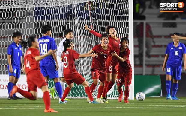 Em gái ngôi sao tuyển Thái Lan đánh đầu kiến tạo như Văn Hậu cho nữ cầu thủ Việt Nam đánh đầu tung lưới đội nhà - Ảnh 5.