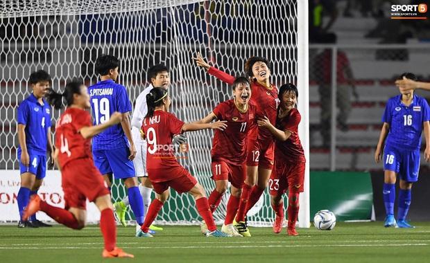 Tuyển nữ Việt Nam ăn mừng lần thứ 6 vô địch SEA Games, sau khi đánh bại Thái Lan nghẹt thở 1-0 - Ảnh 11.