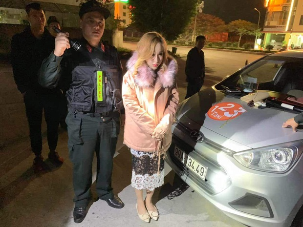 Hot girl 9X xách ma túy đi chơi bị tóm ngay trên xe taxi - Ảnh 1.
