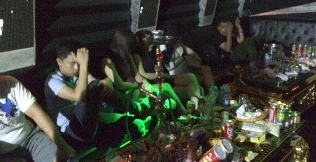 Bí ẩn trong những quán karaoke vùng ven đô đất Cảng - Ảnh 3.