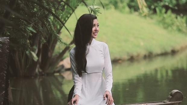 Á hậu Thúy Vân đúng là năng khiếu đầy mình: Cover hit Sơn Tùng, hát bằng giọng opera, biết chơi đàn, riêng nhảy thì... sexy khỏi nói - Ảnh 5.