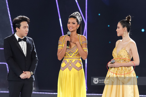 Giữa đồn đoán mang thai, Hoàng Oanh tiếp tục để lộ vòng 2 lùm lùm thấy rõ khi sánh đôi cùng ông xã ngoại quốc - Ảnh 2.