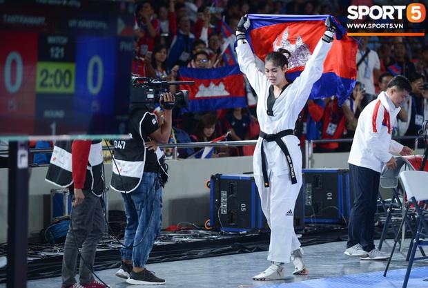 Lý lịch cực khủng của nữ biểu tượng thể thao Campuchia vừa giành HCV Taekwondo SEA Games 30: Cao 1m83, Facebook cá nhân hơn 1,7 triệu follow, từng lập thành tích vô tiền khoáng hậu trong lịch sử thể thao nước nhà - Ảnh 6.