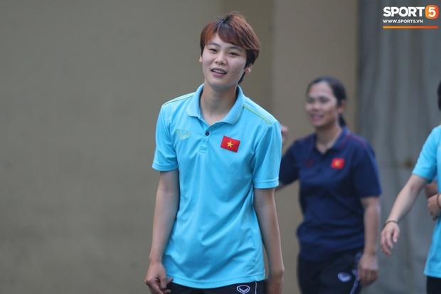 ĐT nữ Việt Nam cười tươi, thoải mái trước giờ đấu Thái Lan trong trận tranh huy chương vàng SEA Games 30 - Ảnh 6.