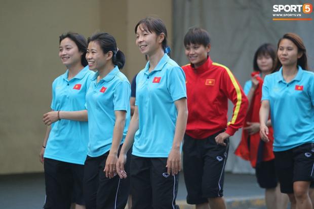 ĐT nữ Việt Nam cười tươi, thoải mái trước giờ đấu Thái Lan trong trận tranh huy chương vàng SEA Games 30 - Ảnh 5.