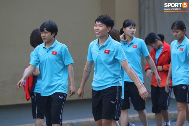 ĐT nữ Việt Nam cười tươi, thoải mái trước giờ đấu Thái Lan trong trận tranh huy chương vàng SEA Games 30 - Ảnh 4.